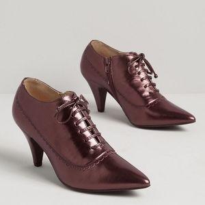 Modcloth Shine On Metallic Oxford Lace Up Heels